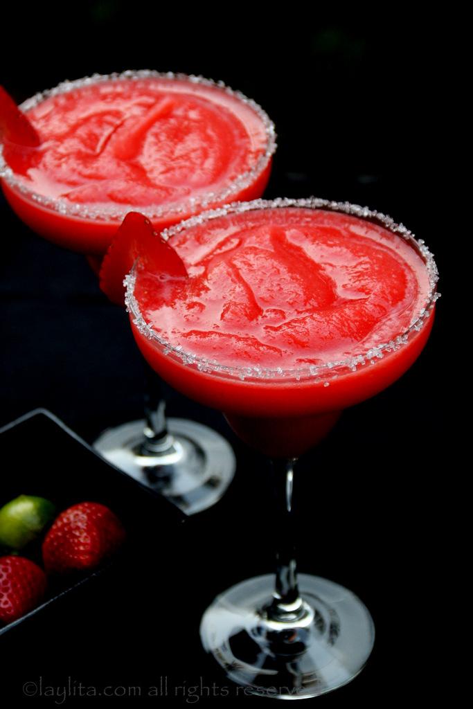 冷冻或冰镇草莓玛格丽达酒