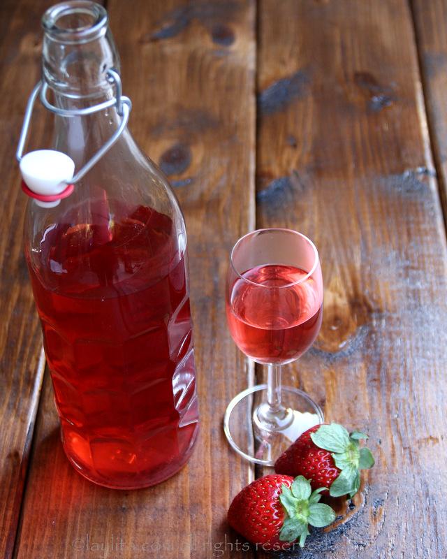 自制草莓注入龙舌兰酒