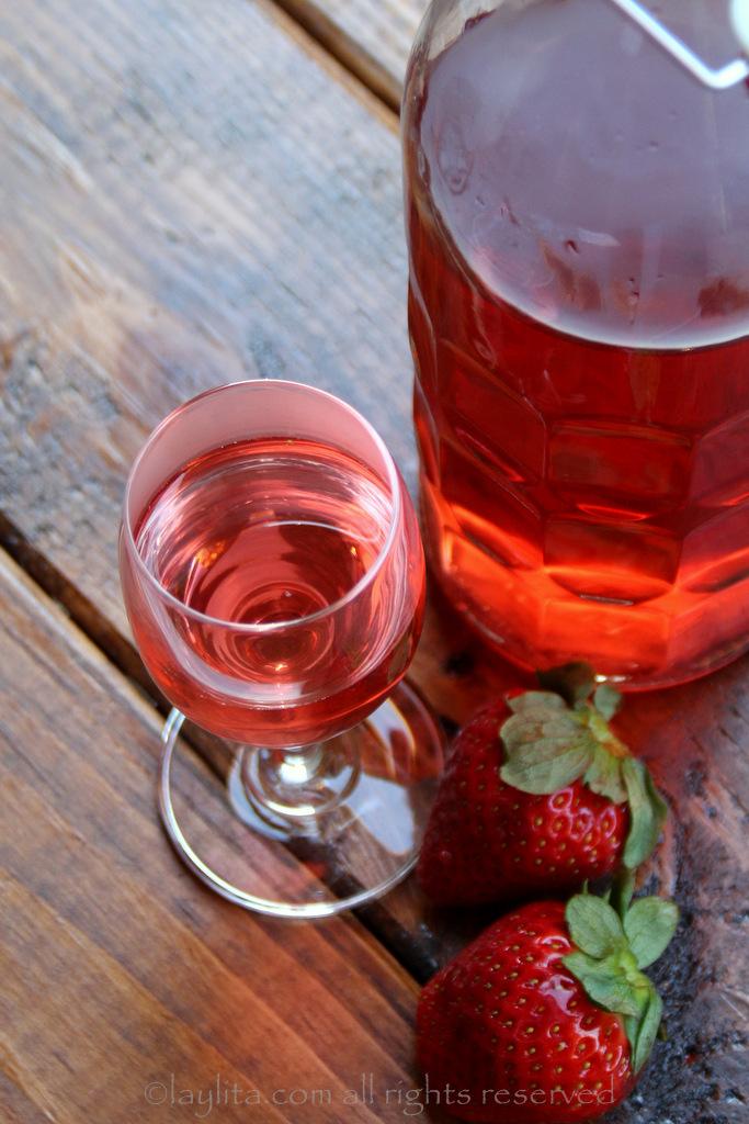 草莓注入利口酒