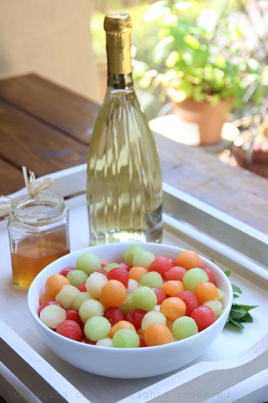 给夏天的甜瓜莫斯卡托桑格利亚酒