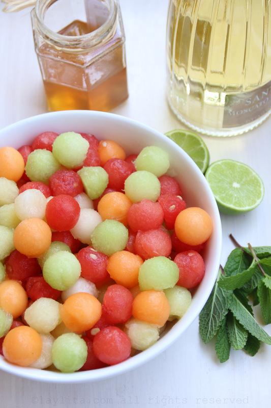 甜瓜球、蜂蜜、青柠、薄荷和和莫斯卡托葡萄酒