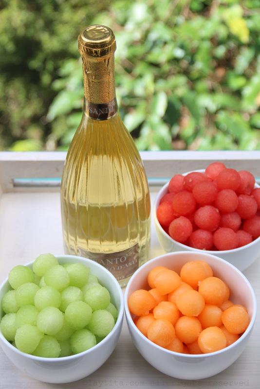 甜瓜球和莫斯卡托葡萄酒
