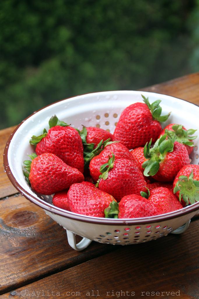 冰棒的新鲜熟草莓