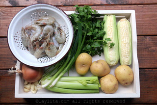 玉米虾杂烩汤食谱的食材